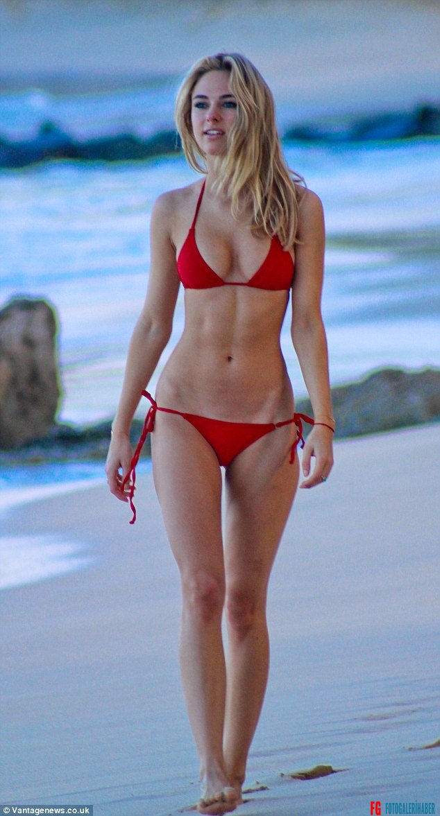245B039A00000578-0-Red_hot_Kimberley_Garner_showed_off_her_incredible_shape_in_a_re-m-46_1420113557153