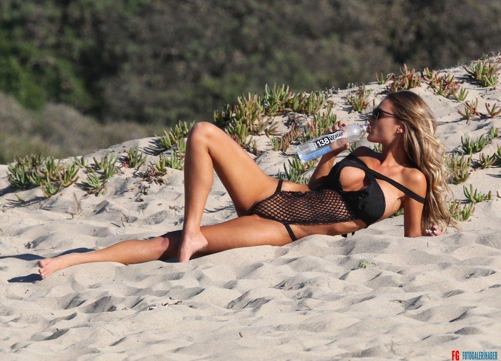 Charlie+Riina+Shows+Off+Bikini+Body+138+Water+-yYe5GvVlRTx