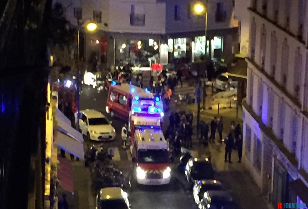 BEST QUALITY AVAILABLE  Police officers and rescue workers are seen at the Petit Cambodge restaurant after a shooting in Paris on November 13, 2015. At least 18 people were killed in multiple shooting attacks and blasts in Paris Friday, including one near the Stade de France stadium and another in the Bataclan concert venue, police told AFP. AFP PHOTO / PIERRE MONFORT