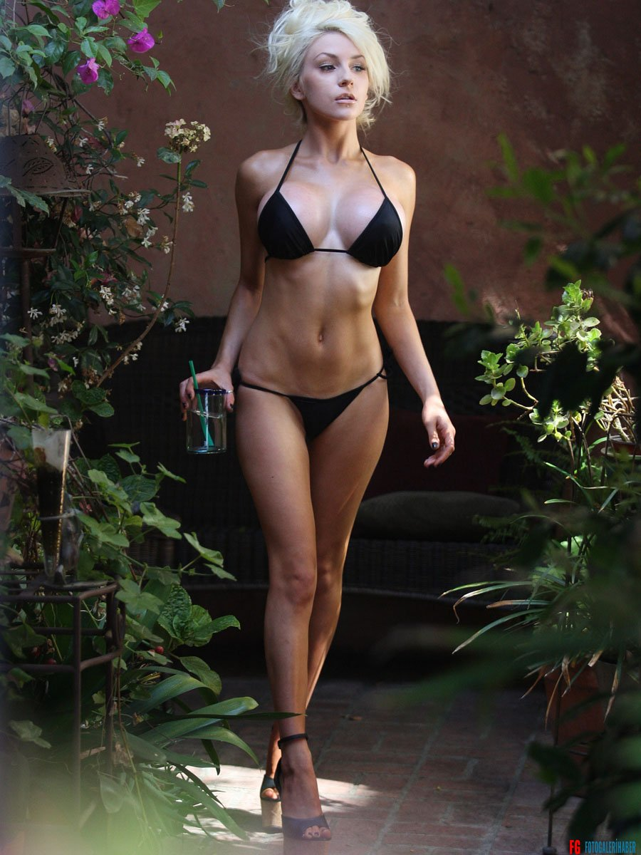 Courtney-Stodden-in-a-Bikini--16