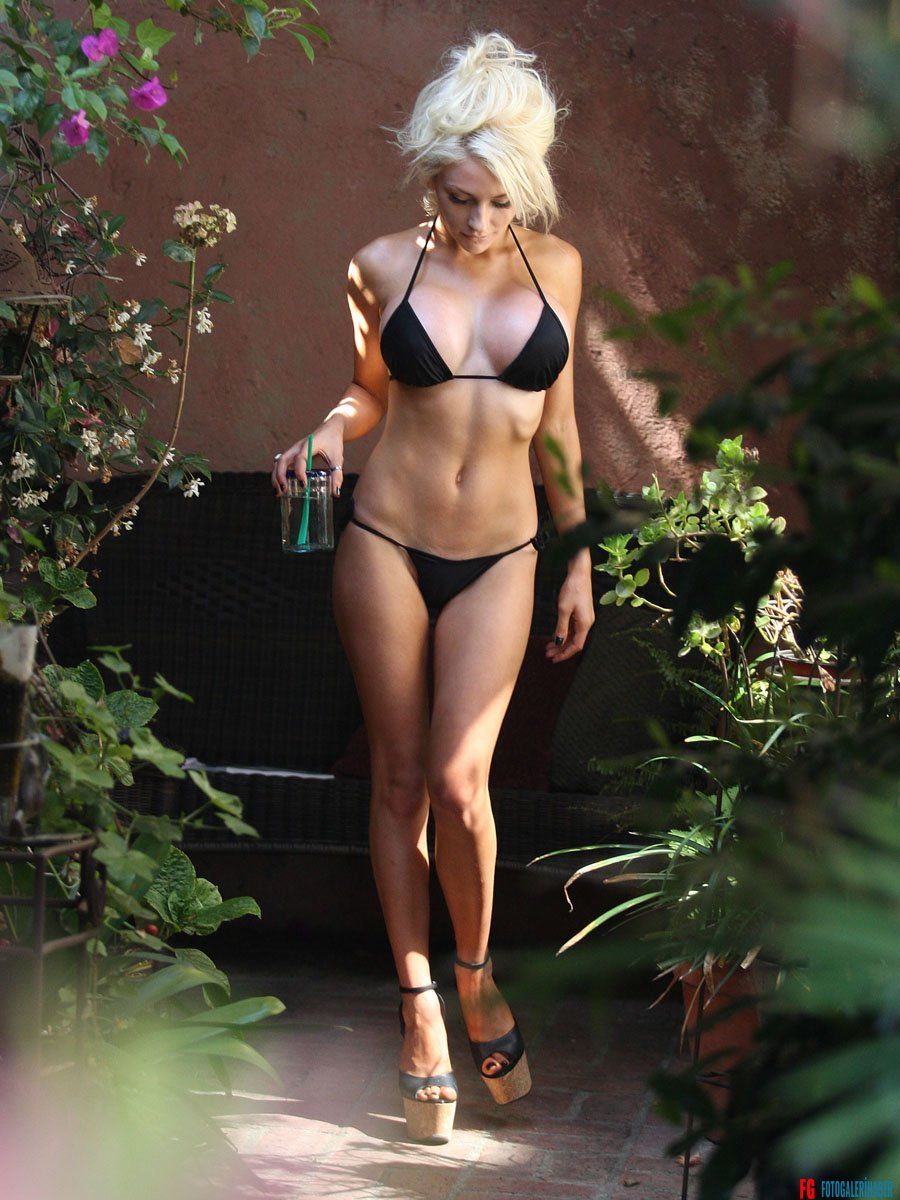 Courtney-Stodden-in-a-Bikini--19