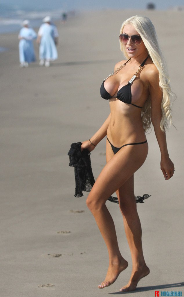 rs_634x1024-131023141102-634-courtney-stodden-nuns-bikini-thong.ls.102313_copy